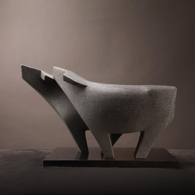 莊丁坤 「創作」所追尋的是一種純粹無形之美,然而「 藝術 」追尋的卻是種真實,是對自己生命信仰的誠實。我刀下的有情眾生,皆不為誰而勞役,只為生而生,暢然快意,自由自在活於天地間,而這本該就是生命最真實的樣子。「水牛」 石雕 木雕 系列之外,其他動物系列 作品 皆反映我對世間所有生命的尊重與關懷。