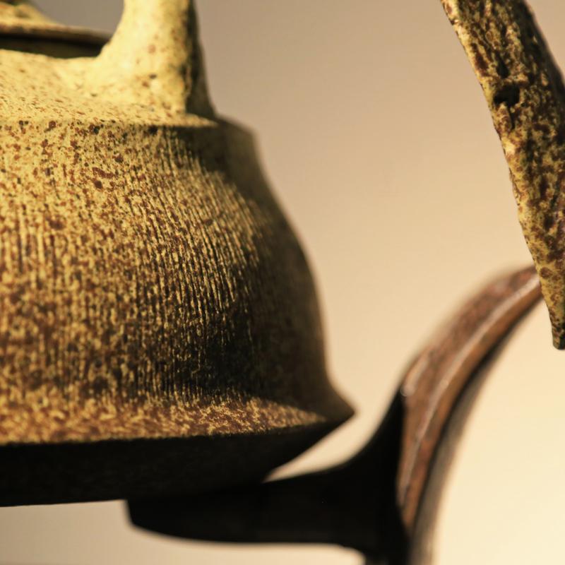 黃天來 認為生命是一種互換的過程,一個執著,一些想法,用幾個秋冬換來幾件 作品 ,真好。如今依然平靜工作著,更好。「 鐵壺 」在文化 藝術 推衍相關技術發展成熟後,為避免燃燒加熱釋放鐵金屬,改以不鏽鋼材取代,因 黃天來 出生於大甲,回鄉創業,希能推展形成群聚效應,而取名「 大甲鐵壺 」。