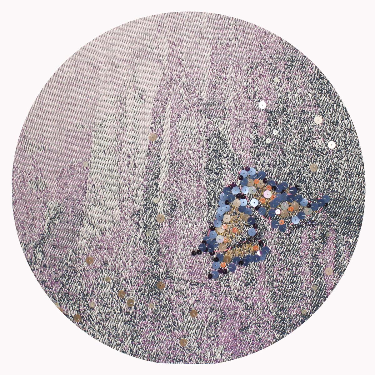 李偵綾 織畫 作品 的顯像必須將圖稿經過繁複的意匠工序轉譯成織紋組織結構的變化,再經費時費力的整經穿綜,數萬道丟梭打緯使經緯交織而成。風景園林與時間季節交疊,穿梭其中,這些景致讓觀者尋覓解讀隱含意義,並且企圖透過形式的安排,讓風景、園林、 藝術 或 紡織 等這些承載著與人息息相關的文化意義得以顯現。
